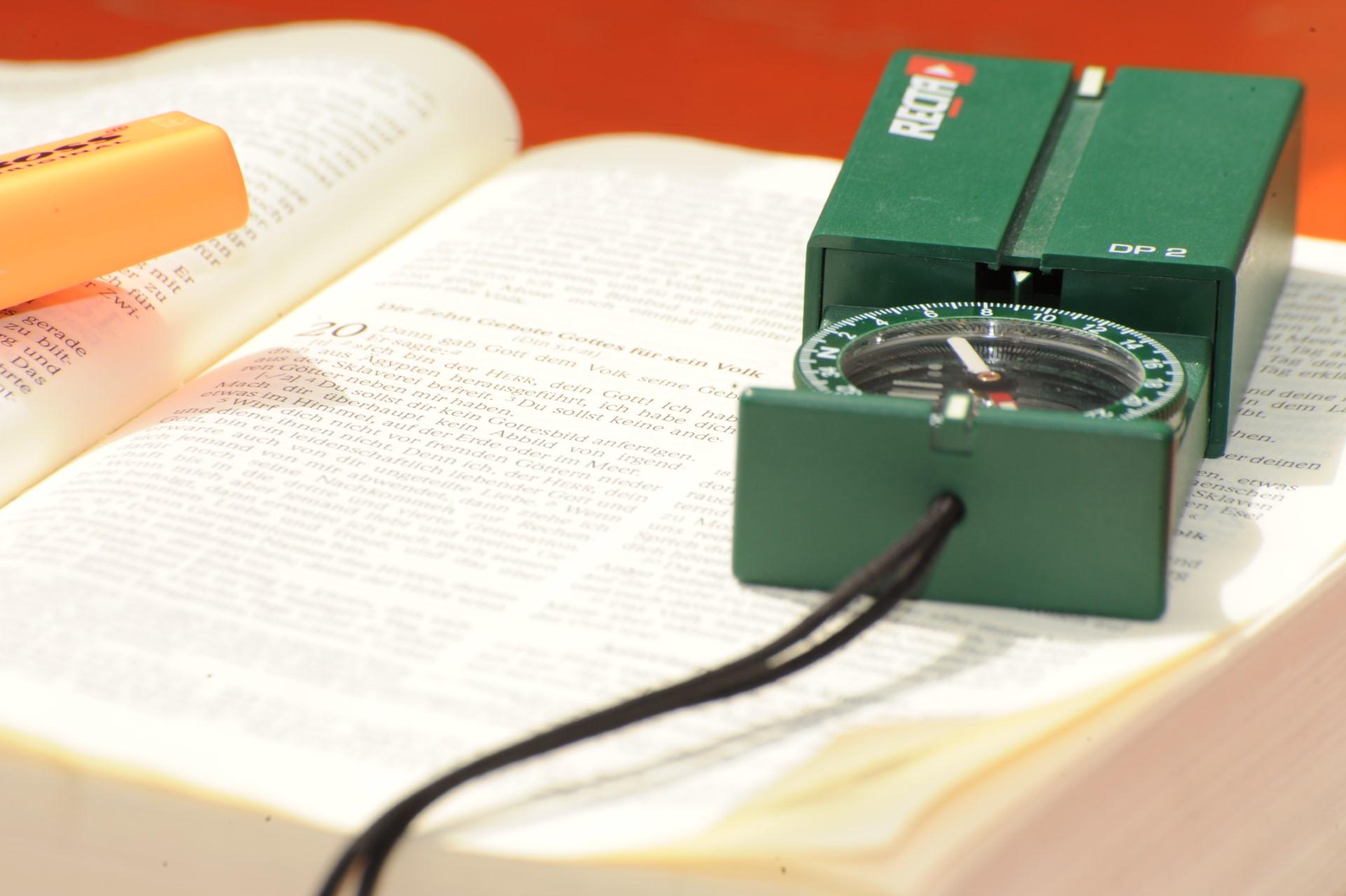 Kompass und Bibel